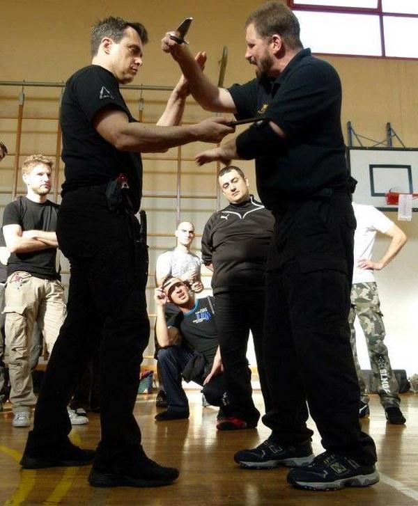 bram-frank-combat-modern-arnis-kali-cssd-sc-knife-fighting-scherma-coltello-6_600x727